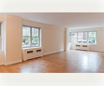 Prime Murray Hill – Park Avenue Luxury Full-service Building – Large Alcove Studio for rent